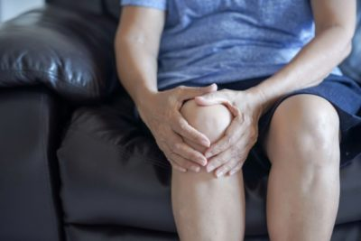 Illustration of The Cause Of Right Knee Pain In The Elderly 58 Years?