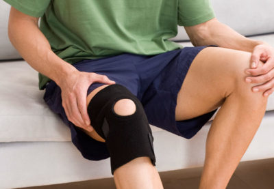 Illustration of How To Deal With Pain In The Knee Due To Falling?