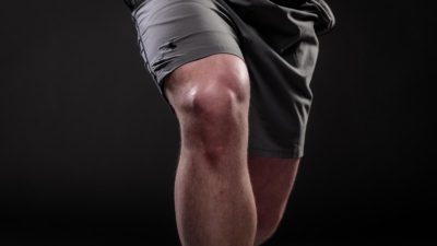 Illustration of Overcoming Injury To The Knee That Feels Painful To The Feet Difficult To Move?