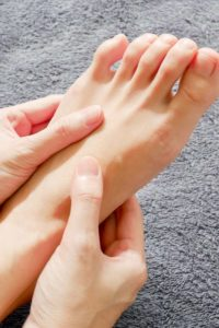 Illustration of The Body Feels Weak, And Cold Feet After Consumption Of Slimming Drugs?