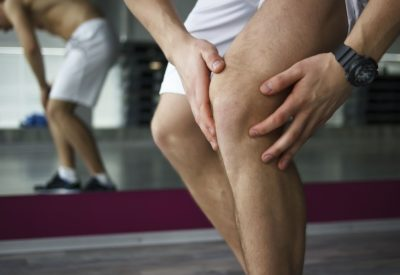 Illustration of When Squatting, The Knee Feels Lumpy After Falling Down The Stairs?
