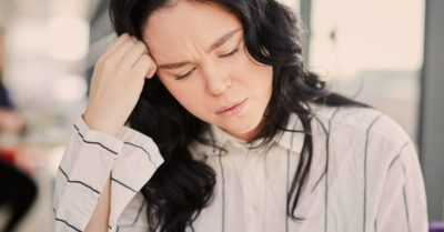 Illustration of How To Deal With Headaches Accompanied By Nausea When Menstruating?