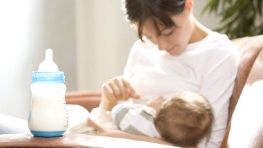 Illustration of Can Newborn Babies Be Given Breast Milk Mixture?