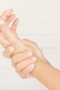 Illustration of Causes Pain In The Movement Of The Hand And Right Hand Joints After An Accident?