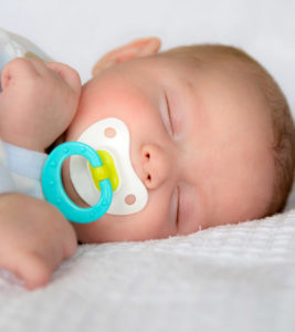 Illustration of How To Choose A Pacifier For Babies Aged 1 Month?