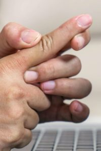 Illustration of Solution To The Tips Of The Fingers Of The Left Hand Often Hurt When Pressing Something At The Age Of 20 Years?