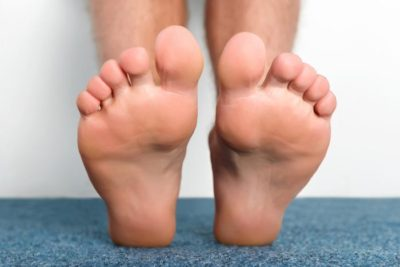 Illustration of The Soles Of The Feet Are Swollen Like Boils After Being Pricked By A Thorn?