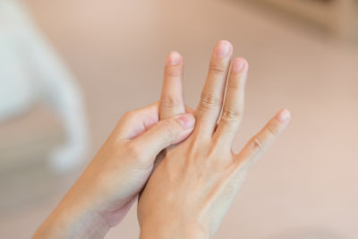 Illustration of The Cause Of The Tip Of The Index Finger Is Bent?