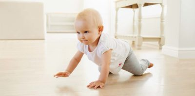 Illustration of Infants Aged 6 Months Have Not Been Too Strong To Lift Their Head While On Their Stomach.?