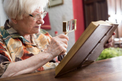 Illustration of How To Overcome Blurred Vision In The Elderly?