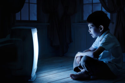 Illustration of The Effect Of Watching Tv In The Dark For The Eyes?