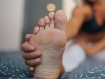 Illustration of The Sole Of The Left Foot Hurts When You Walk. What Are The Symptoms?