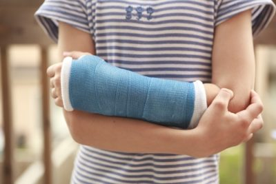Illustration of Coping With A Cast Feels Tight And Gauze Feels Sticky In People With An Ankle Injury?