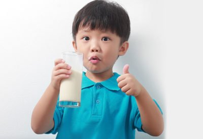 Illustration of Way So That Children Want To Drink Milk Directly Without Being Bottled?